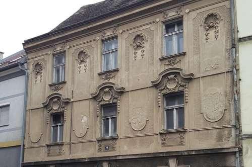 Charmantes Haus mit wunderschön erhaltener Stuckfassade zur Neugestaltung
