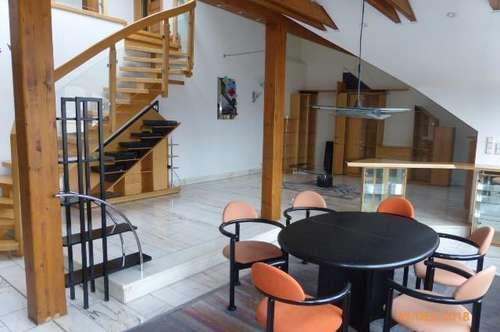 Moderne stylische Loft-Wohnung für Manager und alle, die eine Stadtlage genießen