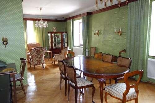 Historisches Haus mit kleinem Garten und ausbaubarem Dachboden