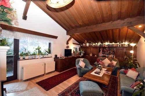 Schöne Dachgeschoss - Mietwohnung in Schüttdorf! Ca. 100 m² Wfl., 2 SZ, 2 Balkone, PKW-Abstellplatz!