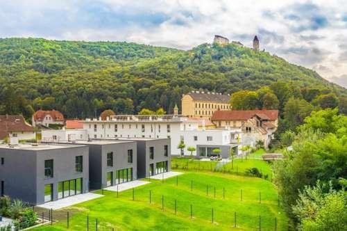 Modern im Zentrum mit Burgblick