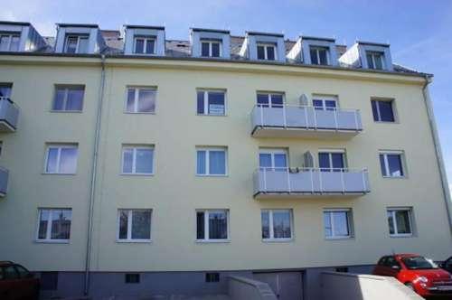 schöne helle Mietwohnung (neu renoviert) mit Balkon