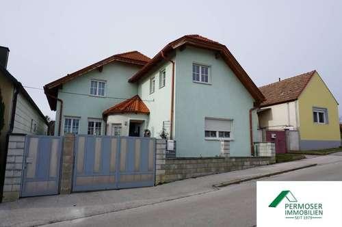 großes Wohnhaus bzw. Zweifamilienhaus in guter Lage