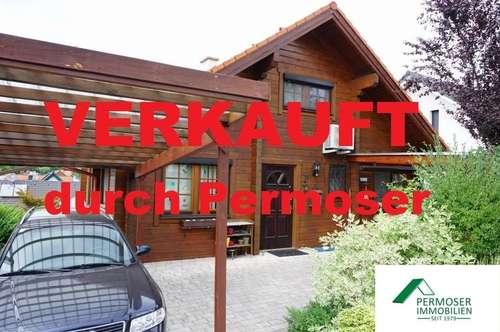 gepflegtes und klimatisiertes Holzblockhaus mit Vollkeller und Carport