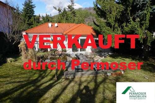 renoviertes Einfamilienhaus mit schöner Terrasse und großem Garten mit Biotop