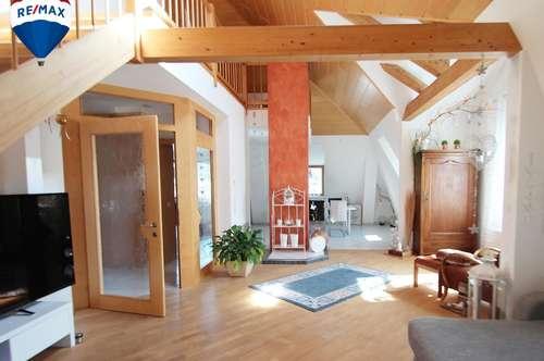 Kreative Dachgeschosswohnung mit lauschigen Terrassen