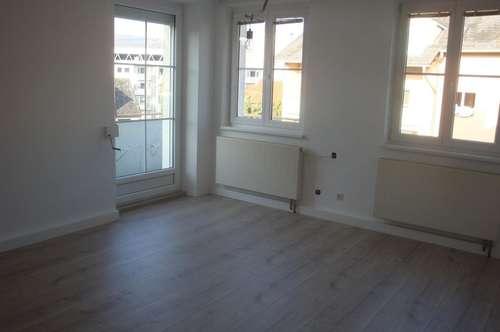 Erstbezug nach Renovierung! 2 1/2 Zimmer Mietwohnung mit großem Balkon