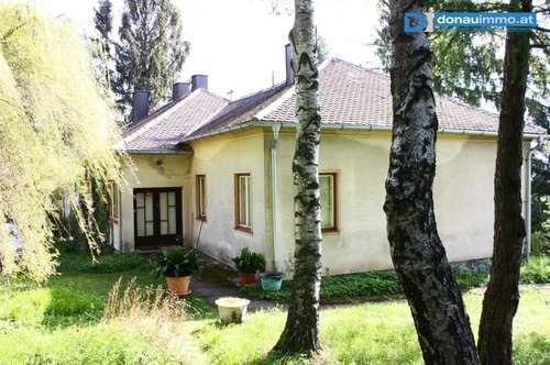 Sanierungsbedürftiges Wohnhaus mit großem Grundstück
