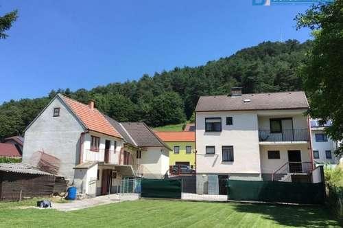 Nettes Ein-/Zweifamilienhaus mit wunderschönem Garten- in 2803 Schwarzenbach