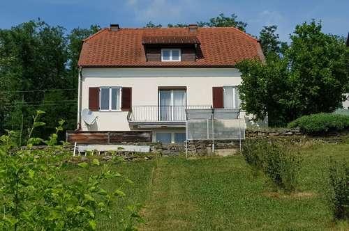 Charmantes Einfamilienhaus mit traumhaftem Garten und Burgblick in Güssing