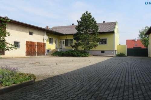 2042 Grund: Geräumiges Wohnhaus mit umfangreichen Nebengebäuden (Reserviert!)