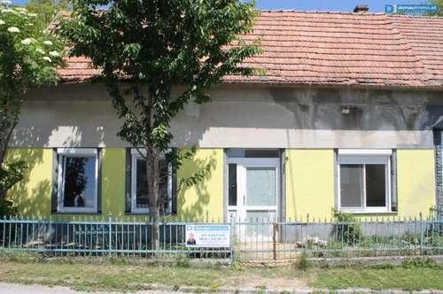 2145 Hausbrunn: Sanierungsobjekt mit Einstellfläche
