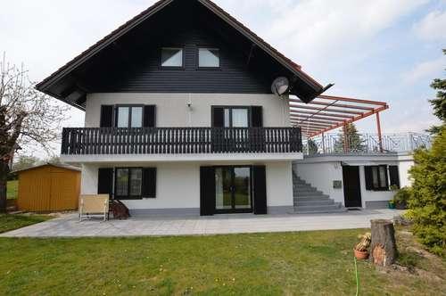 Großzügiges Einfamilienhaus, erhöht gelegen mit tollem Fernblick, GARAGE und Einliegerwohnung