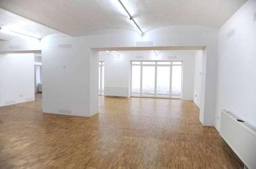 1160 Wien, Grundsteingasse/ruhige Hinterhauslage, ca. 262,13 m2 als Werkstatt gewidmet, als Büro Therapieräume derzeit genutzt, guter renovierter Zustand. Euro 650.000.--