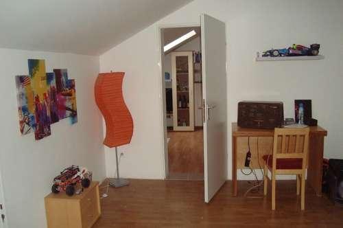 Kleine Dachgeschoss Wohnung