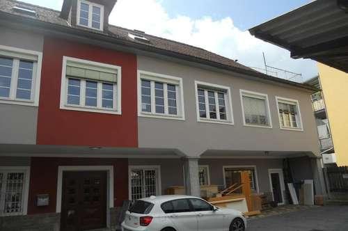Große Wohnung oder Büro in der Innenstadt -   Toll für Wohngemeinschaften
