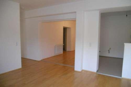 Gepflegte Wohnung mit Balkon  und  Parkplatz  in zentraler Lage   Top 1