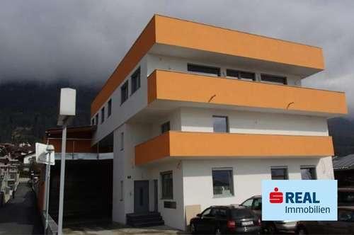 In zentraler Lage von Thaur wird eine ca. 53 m² große Miet-Wohnung mit Lift, Terrasse und Tiefgaragenplatz vermietet.
