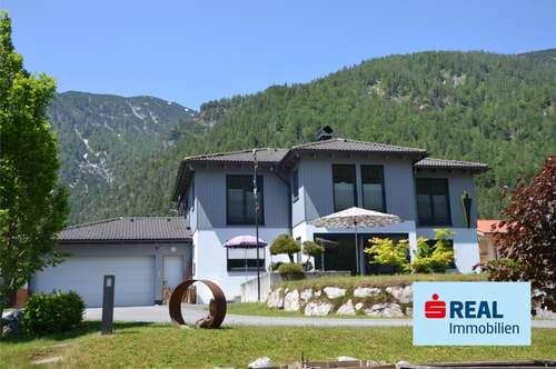 Neuwertiges Wohnhaus in wunderschöner Zentrumslage auf großem Grundstück mit ausreichend Platz für ein weiteres kleines Einfamilienhaus !