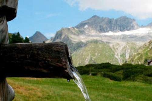 ZILLERTAL: RARITÄT: TOP PREIS: Einzigartige Almhütte mit großem Grundstück, eigenem E - Werk in den Zillertaler Alpen