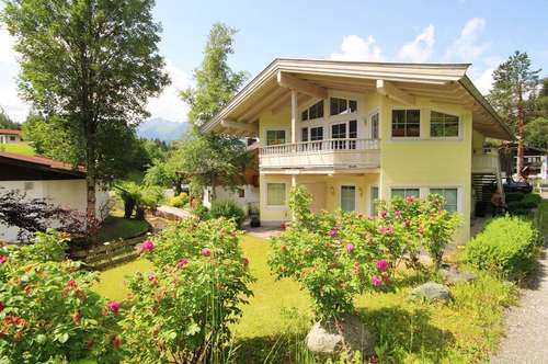 KAPITALANLAGE: Gepflegtes Landhaus mit 3 voll möblierten Wohneinheiten an idyllischem Bachlauf