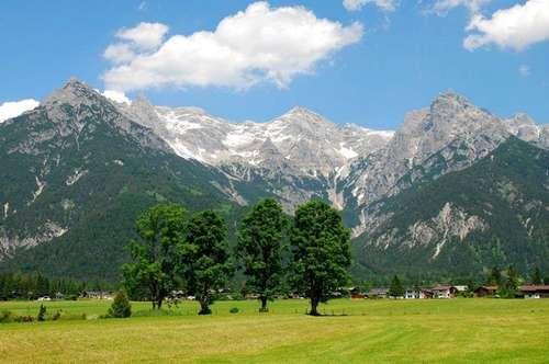 Traumhafter Bauplatz in unverbaubarer Lage, direkt am Grünland mit grandiosem Blick auf die Steinberge