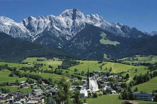 Großzügiges Grundstück - 2.000m² (1.300m² Bauland + 700m² Grünland) in zentrumnaher Lage