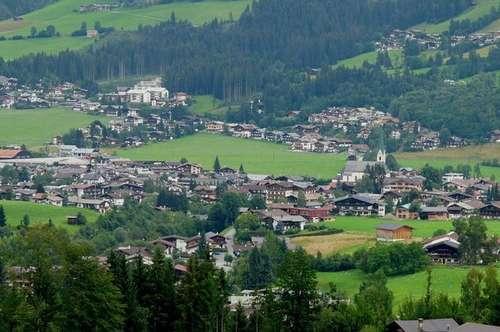 KIRCHBERG: GROßES GRUNDSTÜCK IN ABSOLUTER ALLEIN- UND PANORAMALAGE MIT BLICK AUF GANZ KIRCHBERG