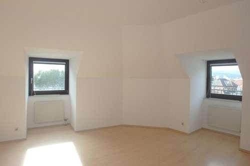 4-Zimmer Familienwohnung oder Studenten WG im letzten Liftstock (derzeit befristet vermietet!)