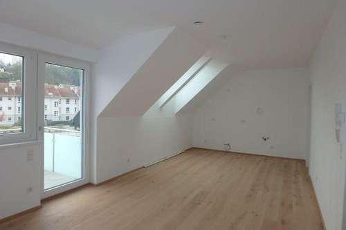 ERSTBEZUG - NEUBAU, 2-Zimmer Dachgeschosswohnung mit Lift, Balkon und Parkplatz