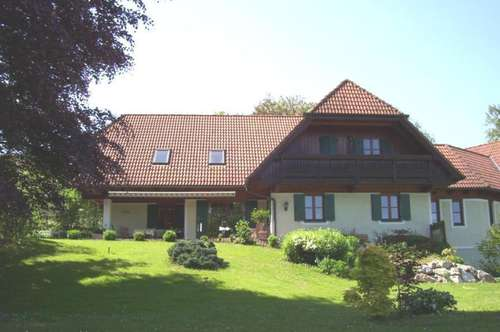 Landhaus im steirischen Stil in Alleinlage