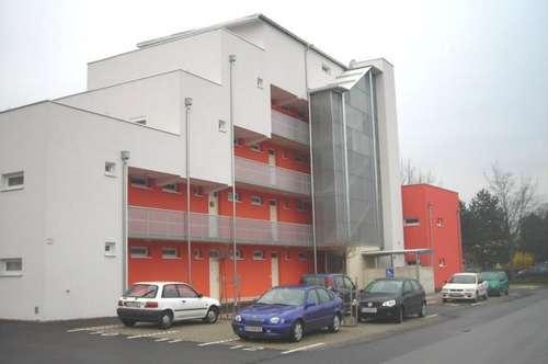 Schöne 2-Zimmer-Wohnung mit großer Terrasse und zugeteiltem Parkplatz