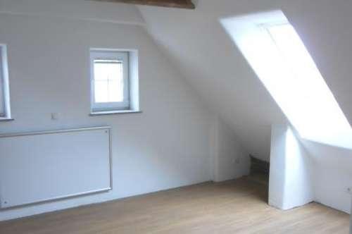 2-Zimmer-Wohnung mit Komplettküche und Eigengarten