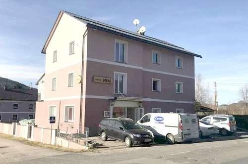 Zwi. Klagenfurt u. Maria Saal gelegen, Gasthaus mit 90 m² Wohnung und 5 Zimmer mit Dusche/WC