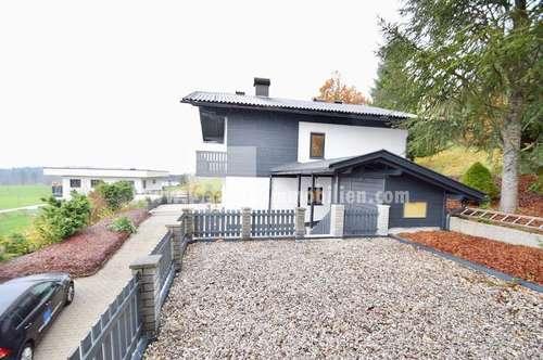 Frei stehendes Haus mit zwei Wohneinheiten im Grünen