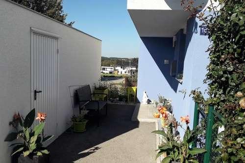 Attraktive, neuwertige Doppelhaushälfte in Aurach am Hongar