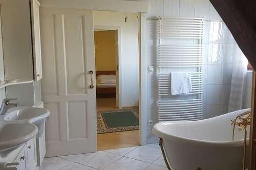 """""""Kleiner"""" Wohntraum, aber großes Badezimmer direkt am Attersee mit Seezugang/Zweitwohnsitz"""