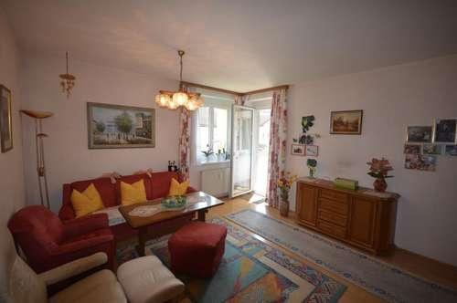 Mittertreffling - Gepflegte 3-Zimmer-Eigentumswohnung mit gemütlicher Loggia, eigener Garage und großem Kellerabteil