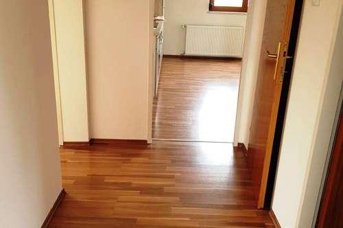 Sonnige, neu renovierte 2-Zimmer Wohnung