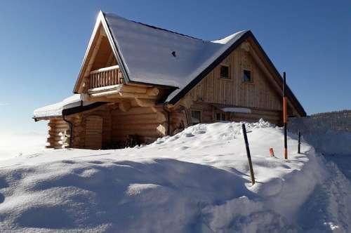 Uriges Naturstammhaus mit Panoramablick auf der HOCHRINDL - Kärnten