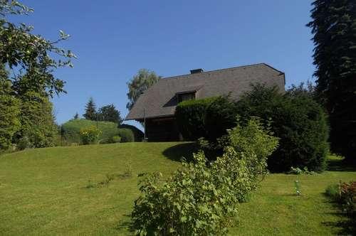 Bio-Holzhaus mit viel Grund Nähe See- und Golfplatz