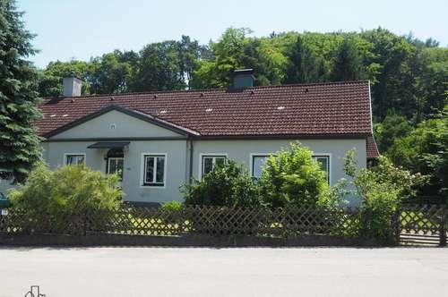 Liebevoll saniertes Landhaus mit großem Garten!