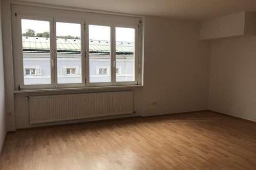 4-Zimmer-Wohnung in zentraler Lage, auch als eine WG geeignet