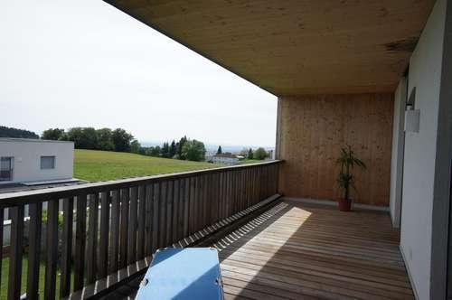 Neuwertige 3-Zimmer-Wohnung in Neulichtenberg mit sonniger Loggia und Fernblick
