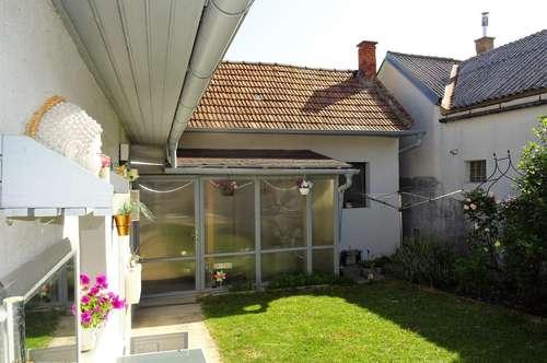 Generalsanierter Streckhof mit Garten und Garage