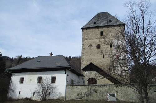 Wohnhaus in historischer Wehranlage