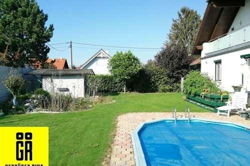 GROSSZÜGIGES 2-Familien HAUS (184 m²) mit GARAGE, POOL, BEHEIZTEM KELLER (113 m²) und GARTEN in Kapellerfeld