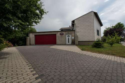 Gepflegtes Haus mit Doppelgarage und Garten, niedrigste Betriebskosten!