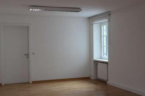 Stadtwohnung/Büro mit großer Terrasse und Lift- MIETE