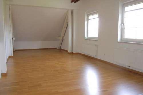 Tolle 2-Zimmer-Dachgeschosswohnung - Wohnbeihilfetauglich!